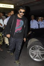 Arjun Kapoor return from NY on 15th Sept 2016 (4)_57db8ed51c83a.JPG