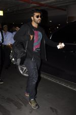 Arjun Kapoor return from NY on 15th Sept 2016 (5)_57db8ed6a679c.JPG