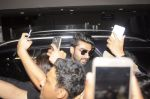 Arjun Kapoor return from NY on 15th Sept 2016 (6)_57db8ed8d0f40.JPG