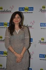 Kanika Kapoor at Big FM on 14th Sept 2016 (11)_57db8e302eb76.JPG
