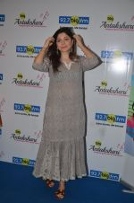 Kanika Kapoor at Big FM on 14th Sept 2016 (4)_57db8e27d6002.JPG