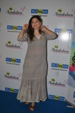 Kanika Kapoor at Big FM on 14th Sept 2016 (5)_57db8e291bcc1.JPG