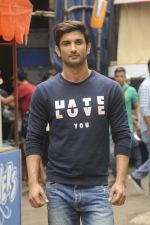 Sushant Singh Rajput promotes M S Dhoni on the sets of Kumkum Bhagya on 15th Sept 2016 (21)_57dbe3cd4dc33.JPG
