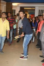 Sushant Singh Rajput promotes M S Dhoni on the sets of Kumkum Bhagya on 15th Sept 2016 (27)_57dbe3c3a91df.JPG