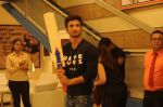 Sushant Singh Rajput promotes M S Dhoni on the sets of Kumkum Bhagya on 15th Sept 2016 (8)_57dbe3b5ae84d.JPG