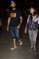Yuvraj Singh, Hazel keech return from NY on 15th Sept 2016 (11)_57db8f43de8ce.JPG
