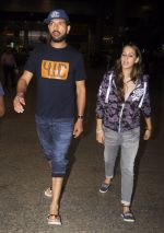 Yuvraj Singh, Hazel keech return from NY on 15th Sept 2016 (15)_57db8f42e4cdc.JPG