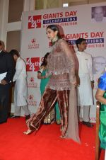Deepika Padukone honored at Giants International Awards on 17th Sept 2016 (67)_57e01035bb19d.JPG