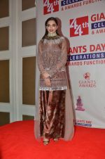 Deepika Padukone honored at Giants International Awards on 17th Sept 2016 (85)_57e01043a2bc2.JPG