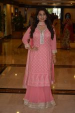 Juhi Chawla at Priyadarshni Award on 19th Set 2016 (16)_57e00a58e7a3a.JPG