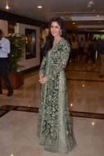 Katrina Kaif at Priyadarshni Award on 19th Set 2016 (25)_57e00a70690d5.JPG