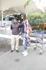 Kriti Sanon snapped at airport on 19th Sept 2016 (18)_57e022ef59276.JPG