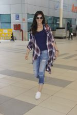 Kriti Sanon snapped at airport on 19th Sept 2016 (2)_57e022adae91f.JPG