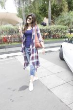 Kriti Sanon snapped at airport on 19th Sept 2016 (20)_57e022f8a6819.JPG
