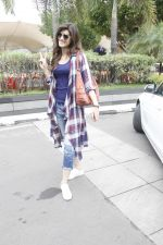 Kriti Sanon snapped at airport on 19th Sept 2016 (21)_57e022fd7e2a0.JPG