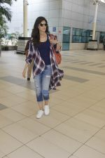 Kriti Sanon snapped at airport on 19th Sept 2016 (4)_57e022b491562.JPG