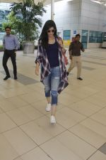 Kriti Sanon snapped at airport on 19th Sept 2016 (5)_57e022b82f366.JPG