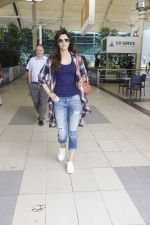 Kriti Sanon snapped at airport on 19th Sept 2016 (9)_57e022ca1d1f3.JPG