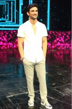 Sushant Singh Rajput on the sets of Dance Plus to promote his upcoming movie MS Dhoni (3)_57e010d77a14f.jpg
