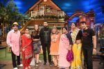 Yuvraj Singh and Hazel Keech on th sets of The Kapil Sharma Show on 18th Sept 2016 (1)_57e00ce5606e3.JPG