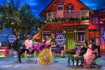 Yuvraj Singh and Hazel Keech on th sets of The Kapil Sharma Show on 18th Sept 2016 (10)_57e00cba0e4c8.JPG