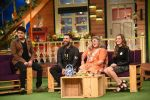 Yuvraj Singh and Hazel Keech on th sets of The Kapil Sharma Show on 18th Sept 2016 (5)_57e00cb6dde9f.JPG