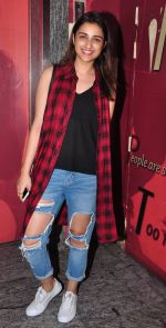 Parineeti Chopra snapped at PVR Juhu on 19th Sept 2016 (1)_57e0d75b42e48.JPG
