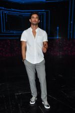 Sushant Singh Rajput on the sets of Dance plus on 19th Sept 2016 (12)_57e0d7a0e3a41.JPG