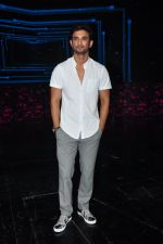 Sushant Singh Rajput on the sets of Dance plus on 19th Sept 2016 (17)_57e0d7a436a94.JPG