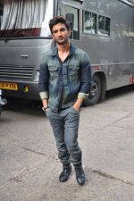 Sushant Singh Rajput on the sets of The Voice of India on 19th Sept 2016 (1)_57e0df19e1023.JPG