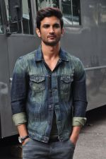 Sushant Singh Rajput on the sets of The Voice of India on 19th Sept 2016 (10)_57e0df2183e72.JPG
