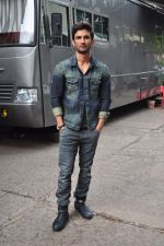 Sushant Singh Rajput on the sets of The Voice of India on 19th Sept 2016 (13)_57e0df246fd74.JPG