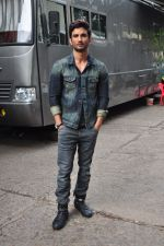 Sushant Singh Rajput on the sets of The Voice of India on 19th Sept 2016 (14)_57e0df251abfe.JPG