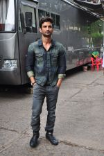 Sushant Singh Rajput on the sets of The Voice of India on 19th Sept 2016 (2)_57e0df1ab4ab8.JPG