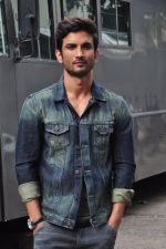 Sushant Singh Rajput on the sets of The Voice of India on 19th Sept 2016 (6)_57e0df2ca6c0e.JPG