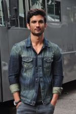 Sushant Singh Rajput on the sets of The Voice of India on 19th Sept 2016 (7)_57e0df1eeedba.JPG