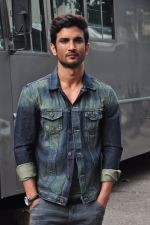 Sushant Singh Rajput on the sets of The Voice of India on 19th Sept 2016 (9)_57e0df206c94e.JPG