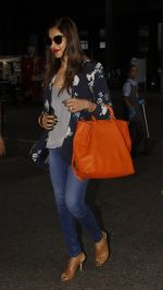 Bipasha Basu snapped at airport on 20th Sept 2016 (10)_57e22f14d89dc.JPG