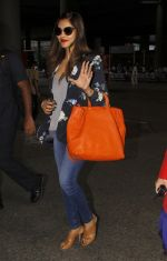Bipasha Basu snapped at airport on 20th Sept 2016 (11)_57e22f15dc230.JPG