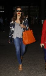 Bipasha Basu snapped at airport on 20th Sept 2016 (12)_57e22f16e7a52.JPG