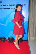Jacqueline Fernandez at the launch of Sajid Nadiadwala_s france honours on 20th Sept 2016 (61)_57e237e496855.JPG