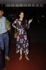 Kalki Koechlin snapped at airport on 20th Sept 2016 (12)_57e234b35a23f.JPG