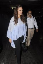 Neha Dhupia snapped at airport on 20th Sept 2016 (34)_57e235321295b.JPG