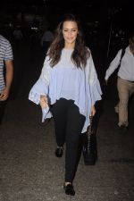 Neha Dhupia snapped at airport on 20th Sept 2016 (37)_57e234fbbc933.JPG
