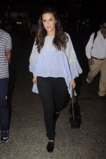 Neha Dhupia snapped at airport on 20th Sept 2016 (39)_57e234fe6d896.JPG
