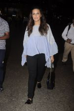 Neha Dhupia snapped at airport on 20th Sept 2016 (40)_57e234ff3b0a5.JPG