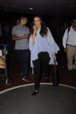 Neha Dhupia snapped at airport on 20th Sept 2016 (46)_57e23505333d4.JPG