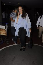 Neha Dhupia snapped at airport on 20th Sept 2016 (47)_57e2350611c27.JPG