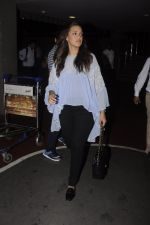 Neha Dhupia snapped at airport on 20th Sept 2016 (48)_57e235076a562.JPG
