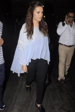 Neha Dhupia snapped at airport on 20th Sept 2016 (52)_57e2350c34e74.JPG